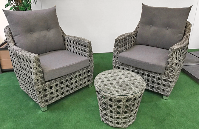 Angebot Ausstellungsstück Loungegruppe, Sessel Kissen, Beistelltisch mit Glasplatte