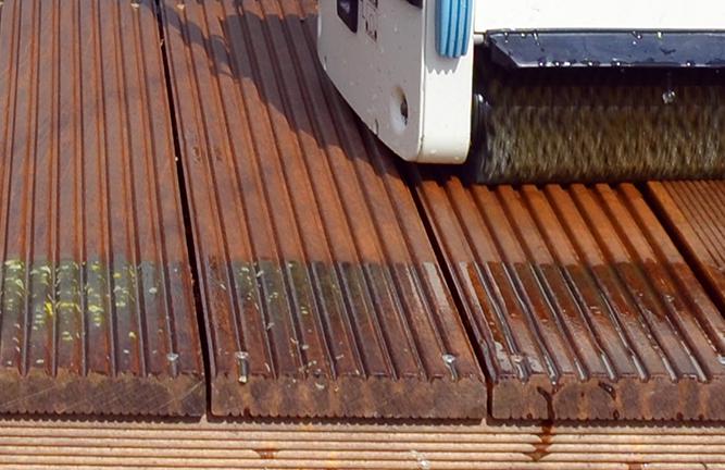 Reinigung von Bangkirai Terrassendielen mit derTerrassenreinigungsmaschine