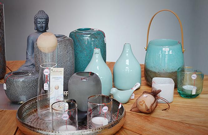 Hochwertige Wohn-Accessoires, Vasen, Windlichter, Karaffen, Kissen
