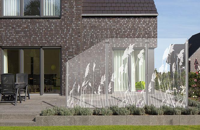 Sichtschutz aus Glas mit Lasergravur