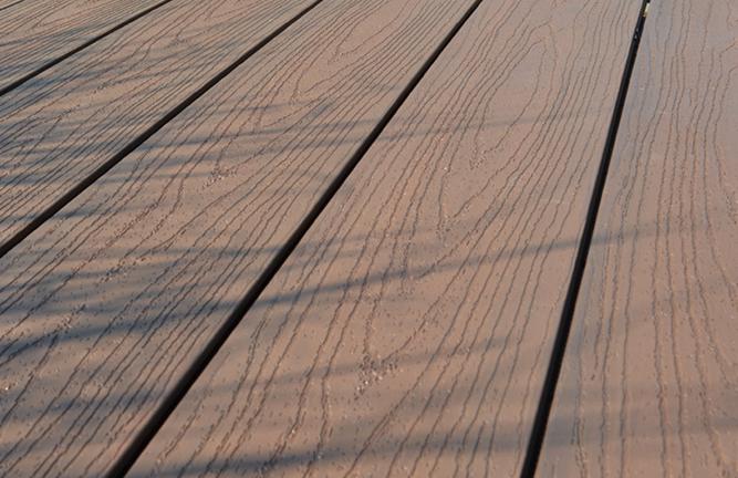 BPC-Terrassendiele, Oberfläche Holzmaserung, walnuss