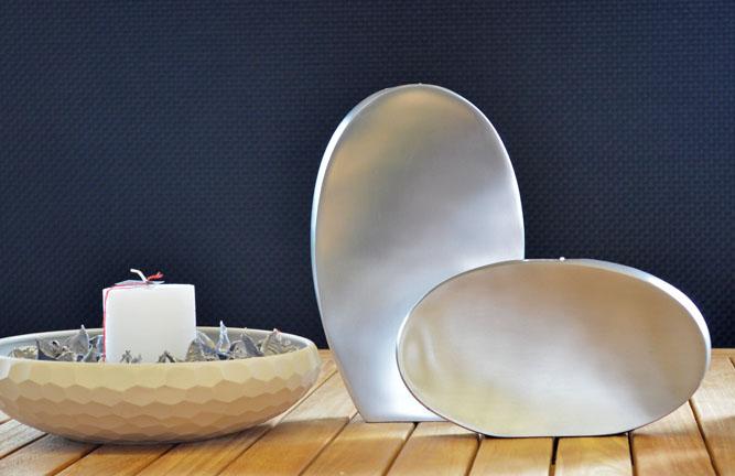 Schale und Vasen als Dekoration