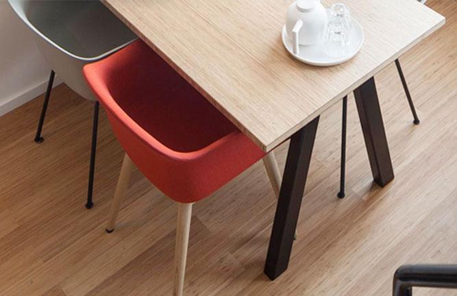 Tisch aus Bambus Leimholz Platten