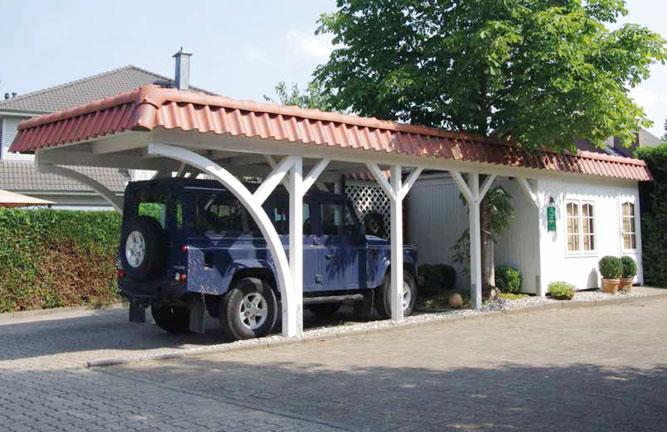 Carport Glinde mit Geräteraum und Pfannen-Walmblende