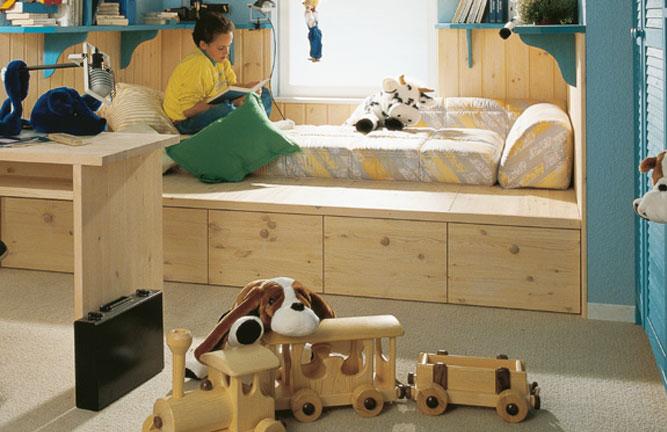 Jugendbett mit Schubkästen aus Leimholzplatten, nordische Kiefer