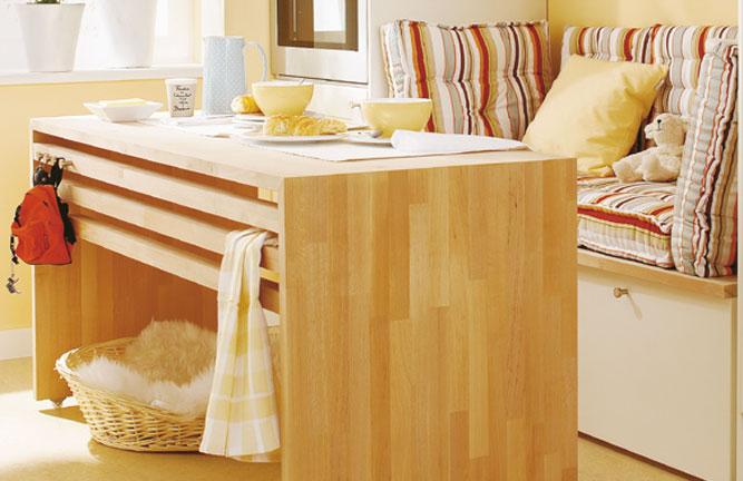 Tisch aus Leimholzplatten Buche mit keilgezinkten Lamellen