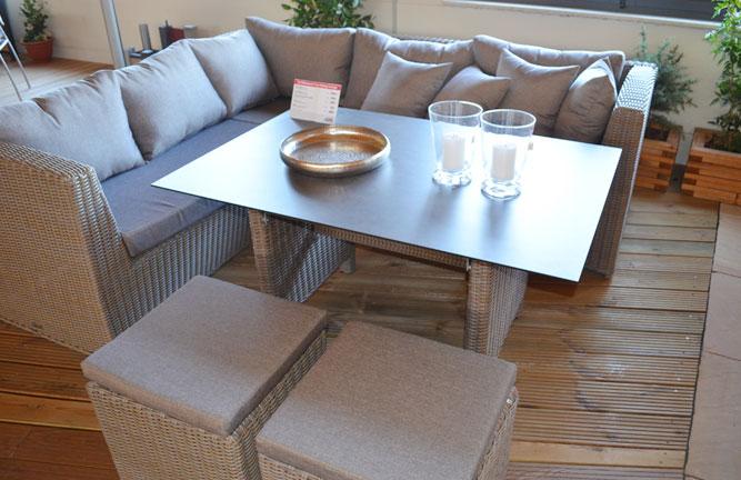 Gemütliche Loungegruppe mit Esstisch