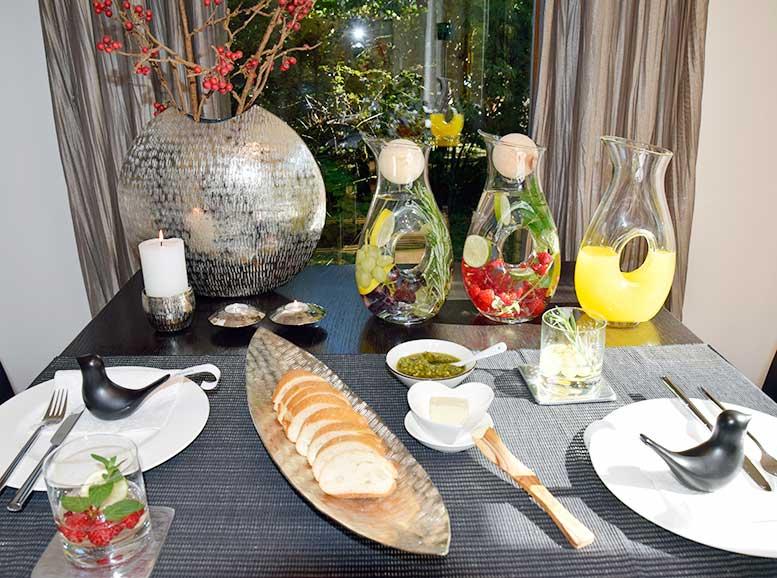 Tischdekoration, Metall-Vase, Glaskaraffe, Kerzenständer, Teelichthalter, Aluboot