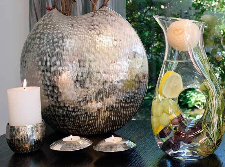 stilvolle Aluvase und Kerzenleuchter, Teelichthalter