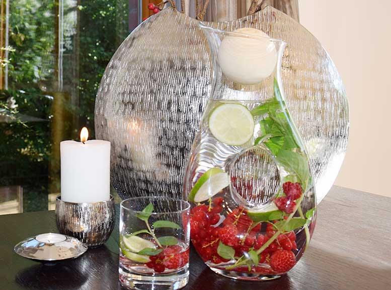 Glaskaraffe buco mit Früchten, Aluvase Giuseppe, Kerzenleuchter