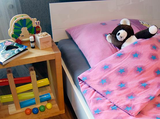 Die Zirbe - Zirbenwürfel mit Zirbenöl im Kinderzimmer