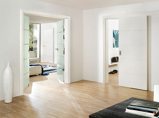 Türenserie Weiss Art im Designverbund mit Ganzglastür