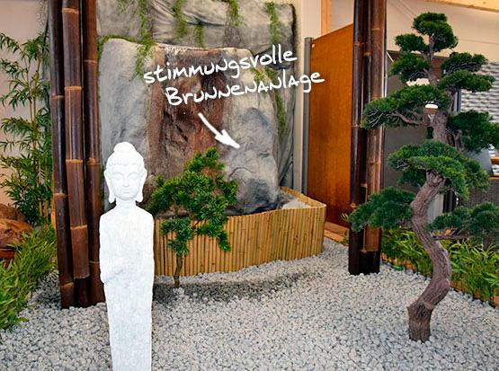 Große Gartenausstellung mit asiatischem Brunnen