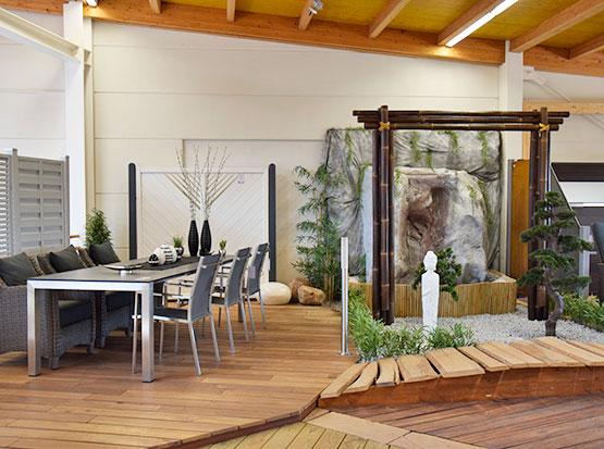 Große Gartenmöbel-Ausstellung