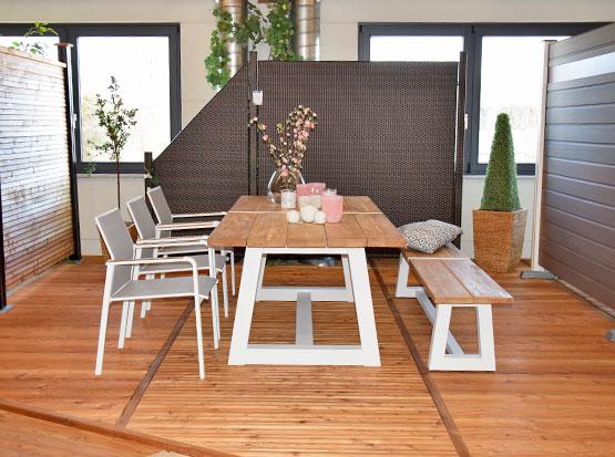Gartenmöbel-Trend Teakholz mit weißem Aluminium-Gestell