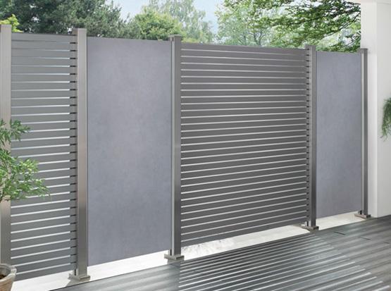 Sichtschutz Keramikzaunfeld in zementoptik kombiniert mit Metallfeldern
