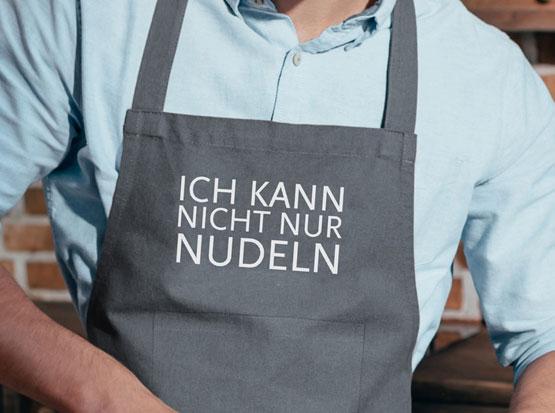 Koch-Schürze, grau, mit Motivdruck: Ich kann nicht nur Nudeln