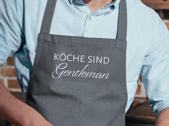 Grillschürze mit Aufdruck: Köche sind Gentleman