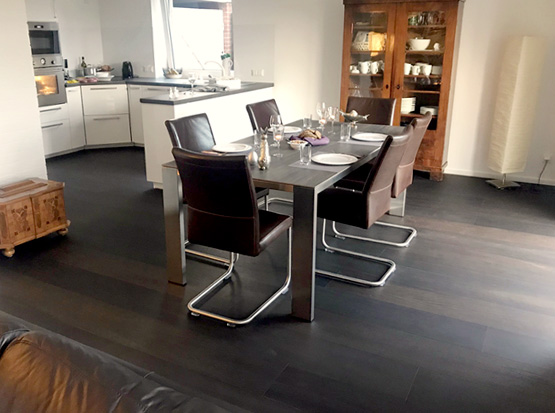 Referenz: Lindura-Boden, Eiche kerngeräuchert, Wohn-, Küchenbereich