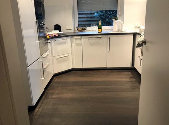 Referenz: Lindura Holzboden, Landhausdiele kerngeräuchert, Küche