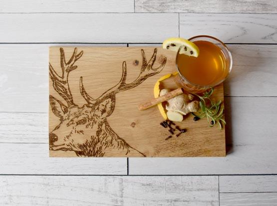 Küchenbrett, Holzbrett mit Hirschkopf