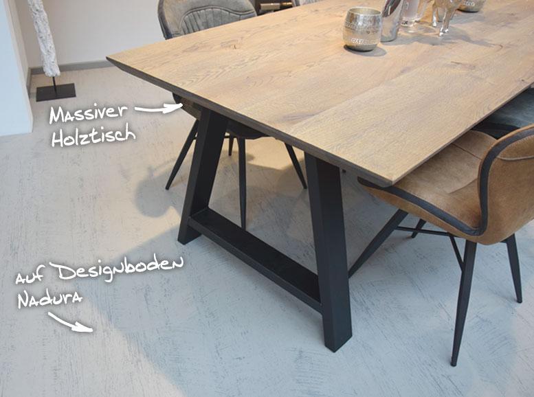 Massiver Holztisch auf Designboden Nadura