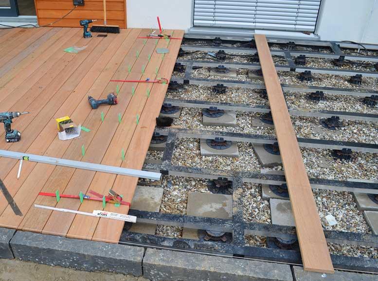 Terrassenbau mit Alu-Unterkonstruktion und Stellfüßen