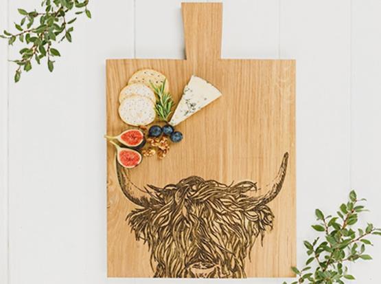 Servierbrett aus schottischer Eiche mit Büffel-Motiv, HolzLand Köster in Emmerke