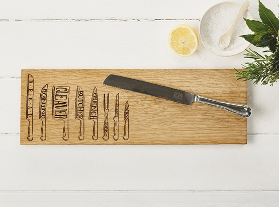 Holz-Servierbrett mit Messer-Motiv, HolzLand Köster in Emmerke