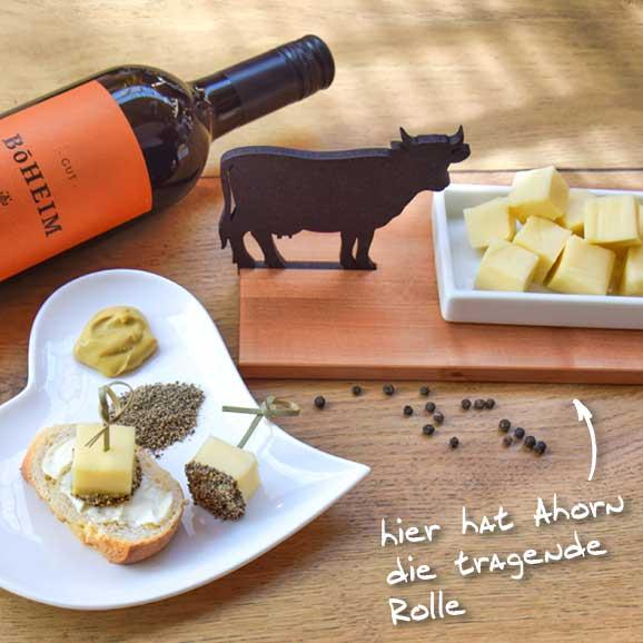 Käse-Pfeffer-Snack auf Ahornbrettchen, HolzLand Köster in Emmerke