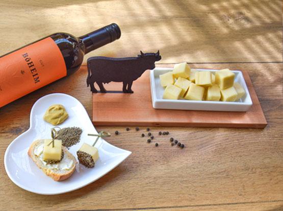 "Käseschale ""Kuh"": Porzellanschale auf Ahornholz, Holzland Köster in Emmerke"