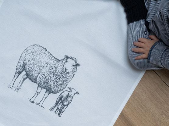 Geschirrtuch Schafe, HolzLand Köster in Emmerke bei Hildesheim