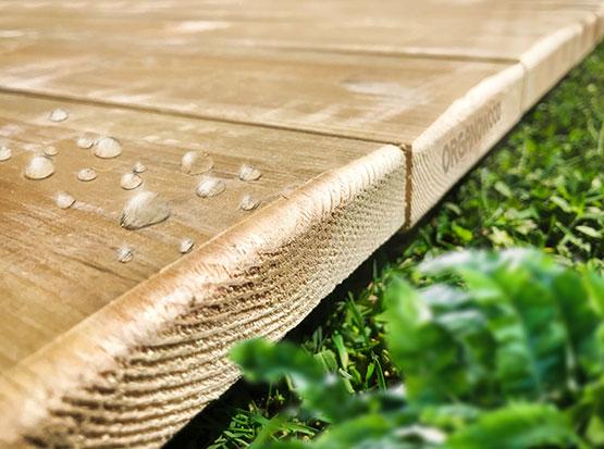 Feuchtigkeitsabweisende Terrassendiele von Scheerer mit fossilen Eigenschaften bei Holzland Köster in Emmerke